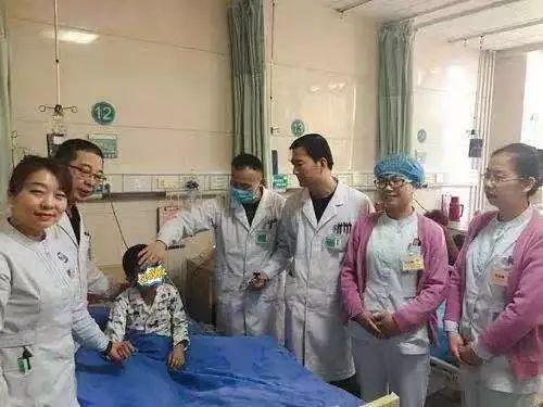 「新关注」银川8岁男童遇车祸肝破裂全身血几乎流尽,各科室医生携手施救创造生命奇迹……