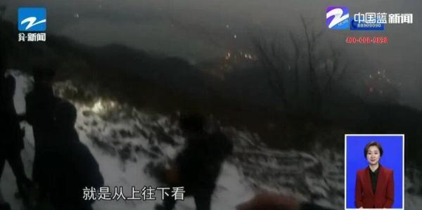 """一家四口赏雪被困 民警化身""""蜘蛛侠""""救援"""
