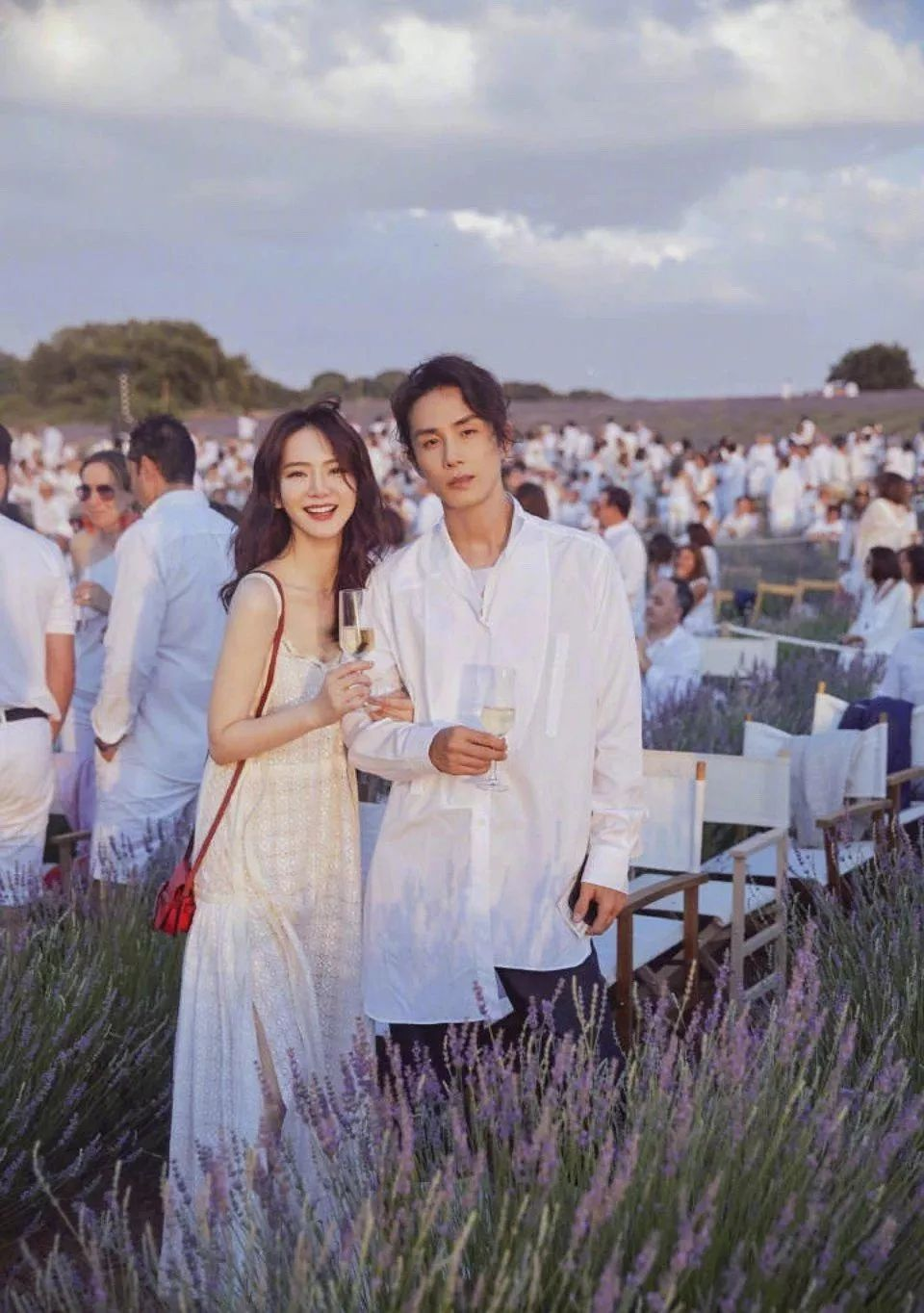 """李承铉戚薇结婚照 戚薇李承铉简直就是""""教科书式恋爱"""",不服来辩"""