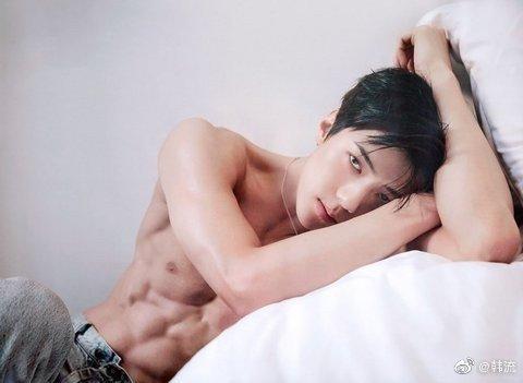 「EXO」「共享资源」191021 脸蛋儿十分漂亮,肩部是男士,完美body有着些人——吴金钟仁