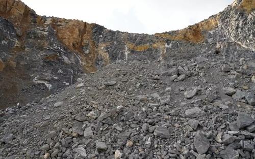 非煤礦山是憑國土局劃定礦山的批復辦理工商登記,還是必須憑《采礦許可證》辦理工商登記?