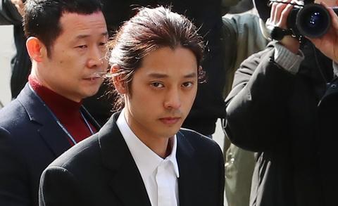 判了!韩国歌手郑俊英涉集体性侵 终审获刑5年