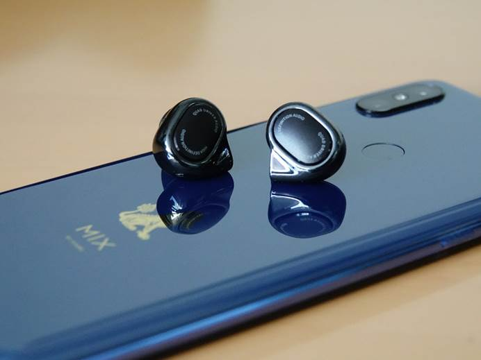 小米四圈铁耳机 陪你迈入Hi-Fi全球的大门口