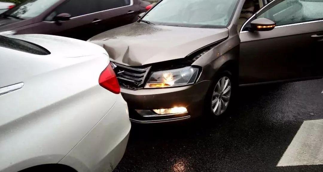交通事故致车辆贬值到底赔不赔?最高法答复+案例 第1张