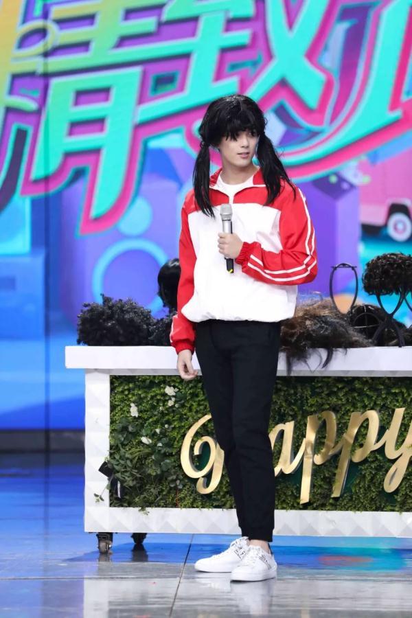 《快乐大本营》陈伟霆谢娜热舞嗨唱《野狼disco》何炅发际线竟长到太阳穴
