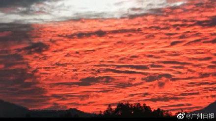 广东河源出现火烧云现象 晚霞染红整个天际