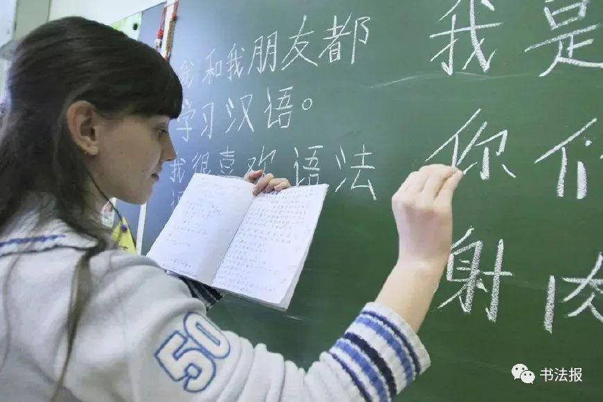 <strong>外国女孩的书法,专业水平让人惊讶</strong>