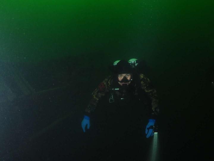 杭州三位年轻人的五一假期酷玩,潜到千岛湖水下看古村