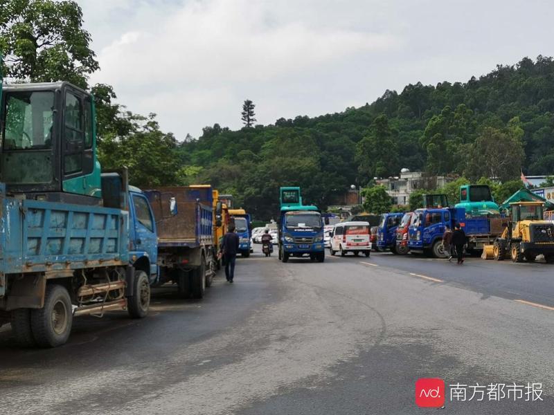 """广集县四1条路没修建就""""被全线通车"""",新闻报道记者现场实拍视頻风险一瞬间间"""