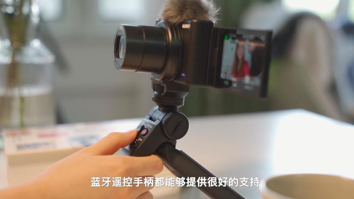 """欢快""""小新手机""""sonyVlog新产品ZV-1视频公测"""