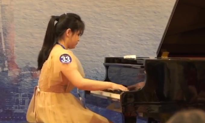 因为热爱!全盲女孩凭肌肉记忆弹奏悲怆奏鸣曲,憧憬能考上北京的大学