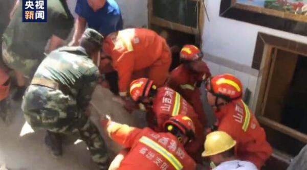 山西临汾一饭店坍塌,已救出23人其中2人不幸遇难,预计还有约10人被埋