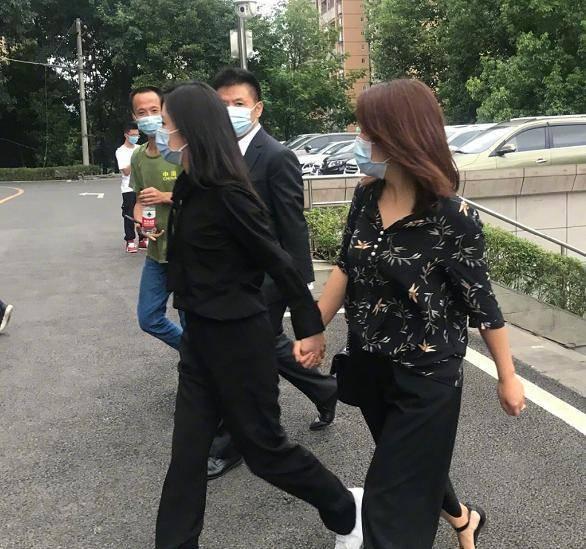 谭松韵现身妈妈被撞案庭审如何 肇事司机涉嫌酒驾、毒驾  第7张