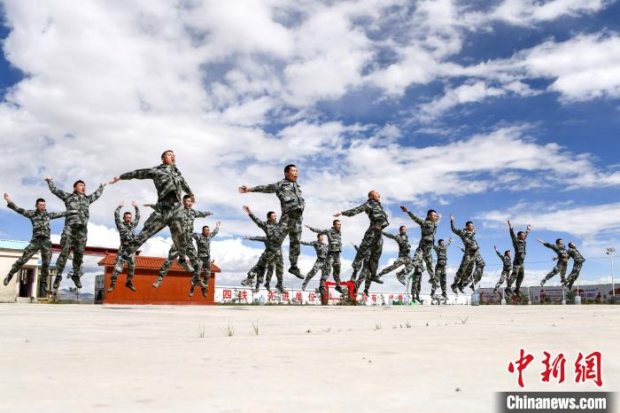 """西藏里孜戍边模范连""""战天斗地""""守护祖国安宁"""