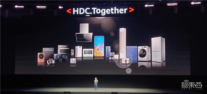 华为誓死去美国化!鸿蒙OS 2.0发布,超两万人研发明年上手机