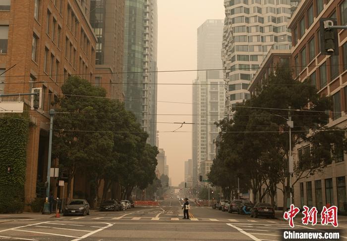 美国加州创纪录山火已造成至少19人死亡 多地空气质量大幅下降