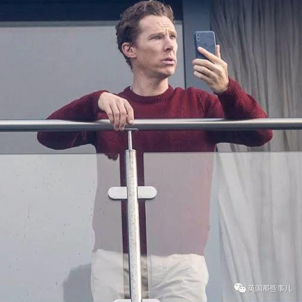 美队一不小心泄了手机里存的裸照.... 这下,国外网友们整个都疯了...