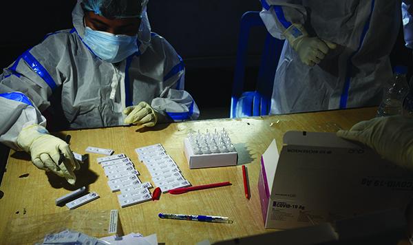 比爾·蓋茨:控制新冠肆虐并結束疫情,需合作完成三項任務