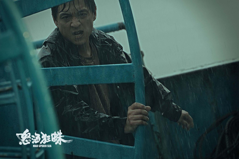 《怒海狂蛛》线上定档 王阳明柯佳嬿海上恶斗变异巨蛛