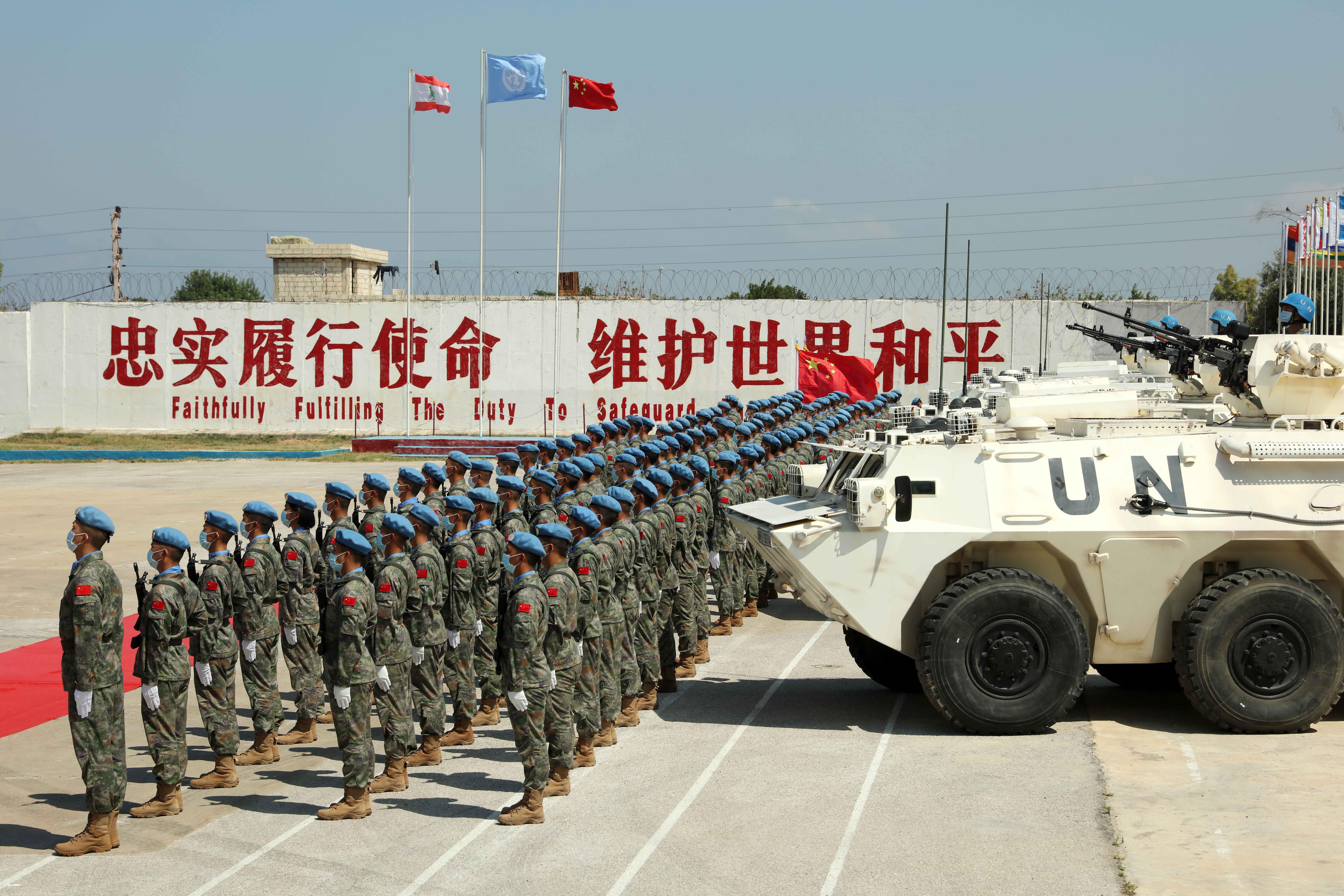 中国赴黎巴嫩维和部队参加贝鲁特大爆炸后清理重建