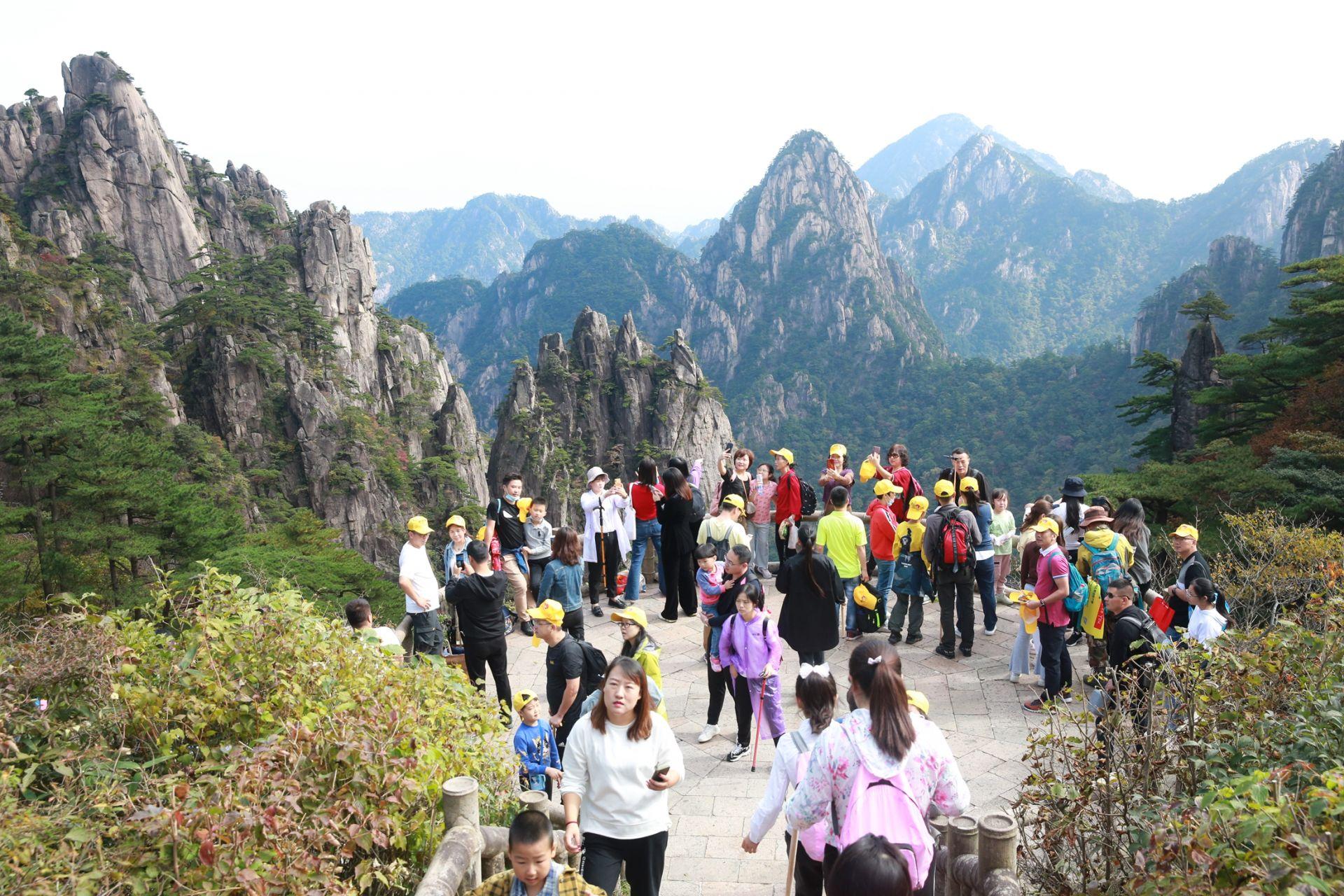 黃山風景美如畫 2萬多遊客上山賞秋景