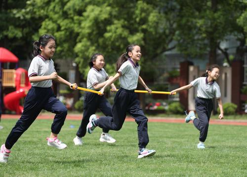 中办、国办发文:鼓励基础教育学校每天1节体育课