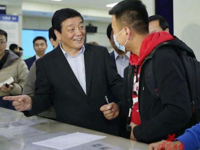 杨长亚调研稳就业、保居民就业工作
