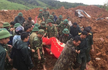 越南中部发生滑坡 致22名军人被埋