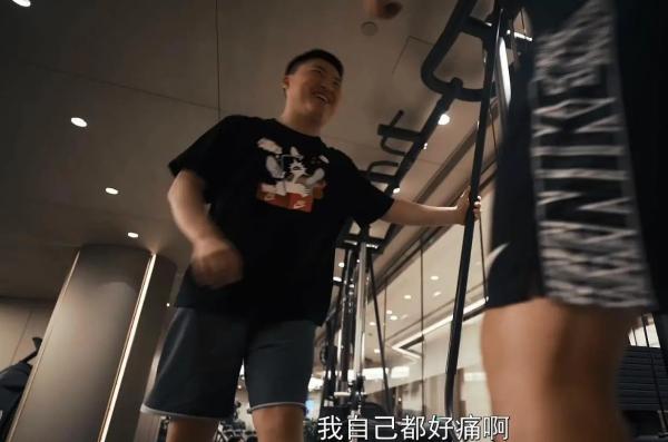 Uzi开始健身了!电竞选手伤病满身,年轻的他们急需保护