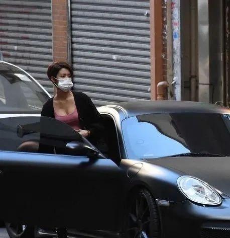 蔡思贝揸胡鸿钧家姐部豪华跑车,风头好猛!唔玩地下情了?