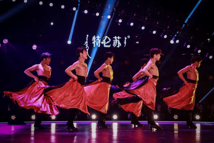 """《舞蹈风暴》第二季收视三连冠!""""芭蕾皇后""""谭元元天鹅归来,服"""