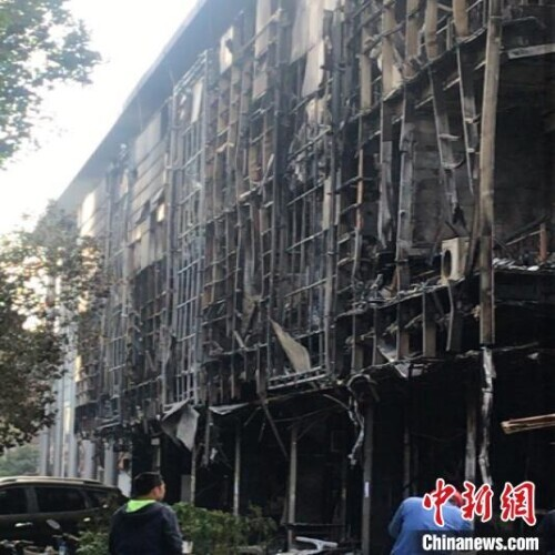 江苏常州一商铺发生火灾致5死2伤 警方:初步确定为人为纵火,嫌疑人已被控制