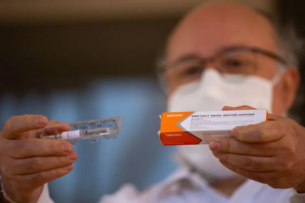 因为一支中国疫苗,巴西政坛吵翻了