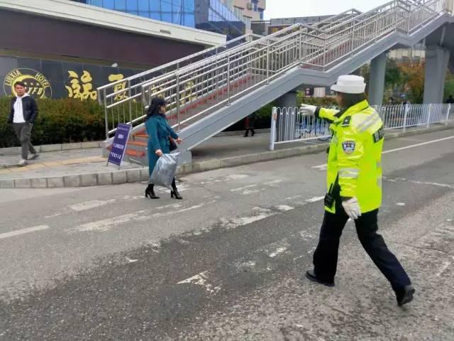 行人乱穿马路 交警大力整治