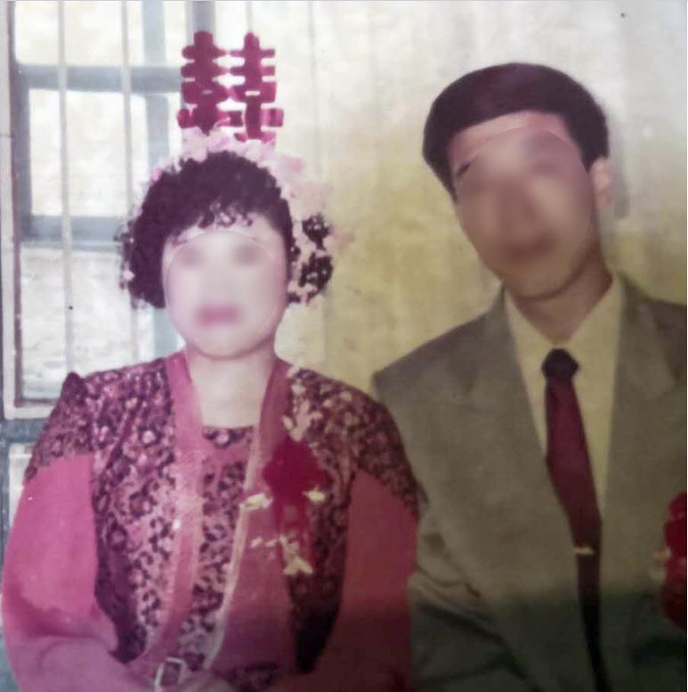 花季女孩家中被杀,继母不知所踪,警方苦寻26年,亲属的一名微信好友引起警方注意……