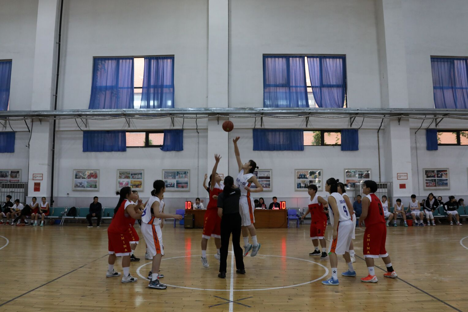 临沂一中高中女篮以全胜¤的战绩夺得年度全国总决赛冠军