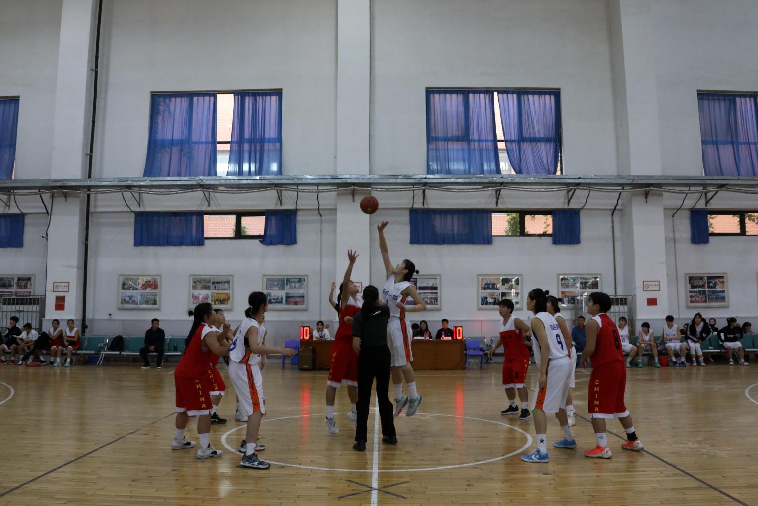 临沂一中高中女篮以全胜的战绩夺得年度全国总决赛冠军
