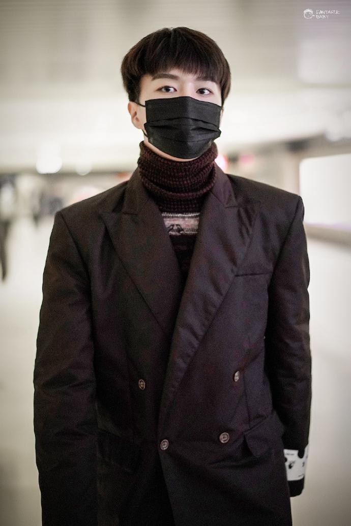 201119 范丞丞昨晚离开成都抵达哈尔滨 演员小丞进组顺利