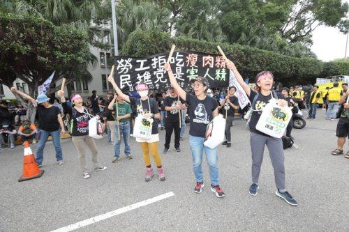"""台湾最大规模""""秋斗""""今登场,5万民众高喊:蔡政府下台"""