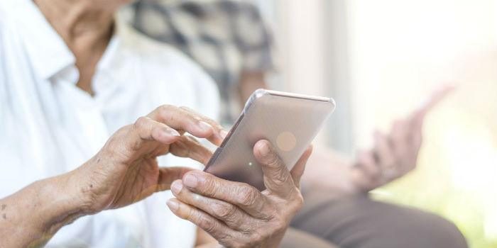 老年人出行、就医面临不便?国务院办公厅发文着眼于解决老年人运用智能技术困难