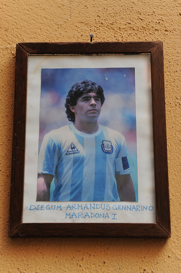 纪念球王|马拉多纳,一代人的灯塔,阿根廷人心中的神