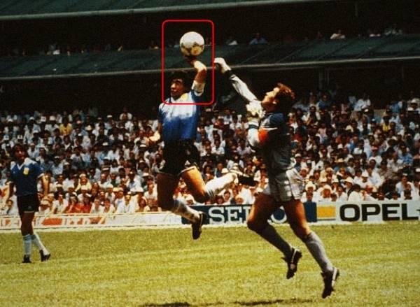 马拉多纳经典进球:连过五人+上帝之手击败英格兰