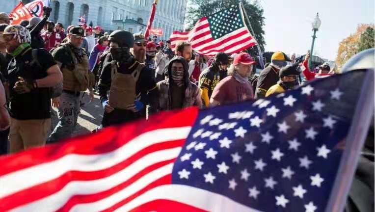 """华盛顿""""百万大游行""""演变为流血事件,多人受伤"""