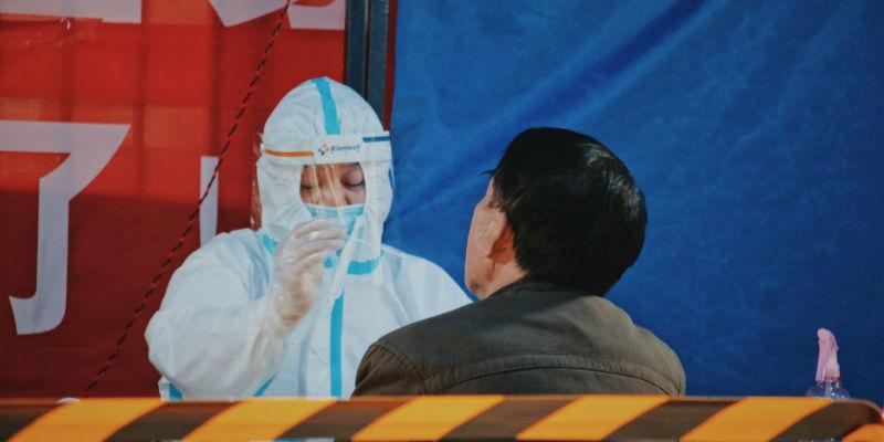 12月25日疫情速递   北京:提倡市民群众在京过年,一确诊病例密接者曾乘坐8、10号线;国家卫健委派出工作组赶赴大连