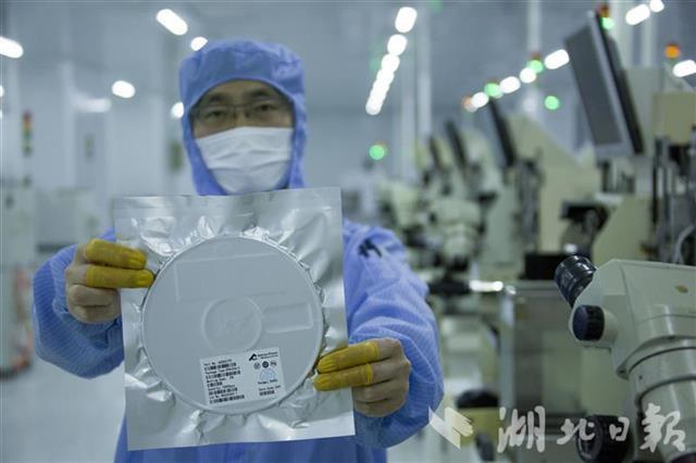 年产能冲刺40亿颗!天门首批5G芯片封测产品下线