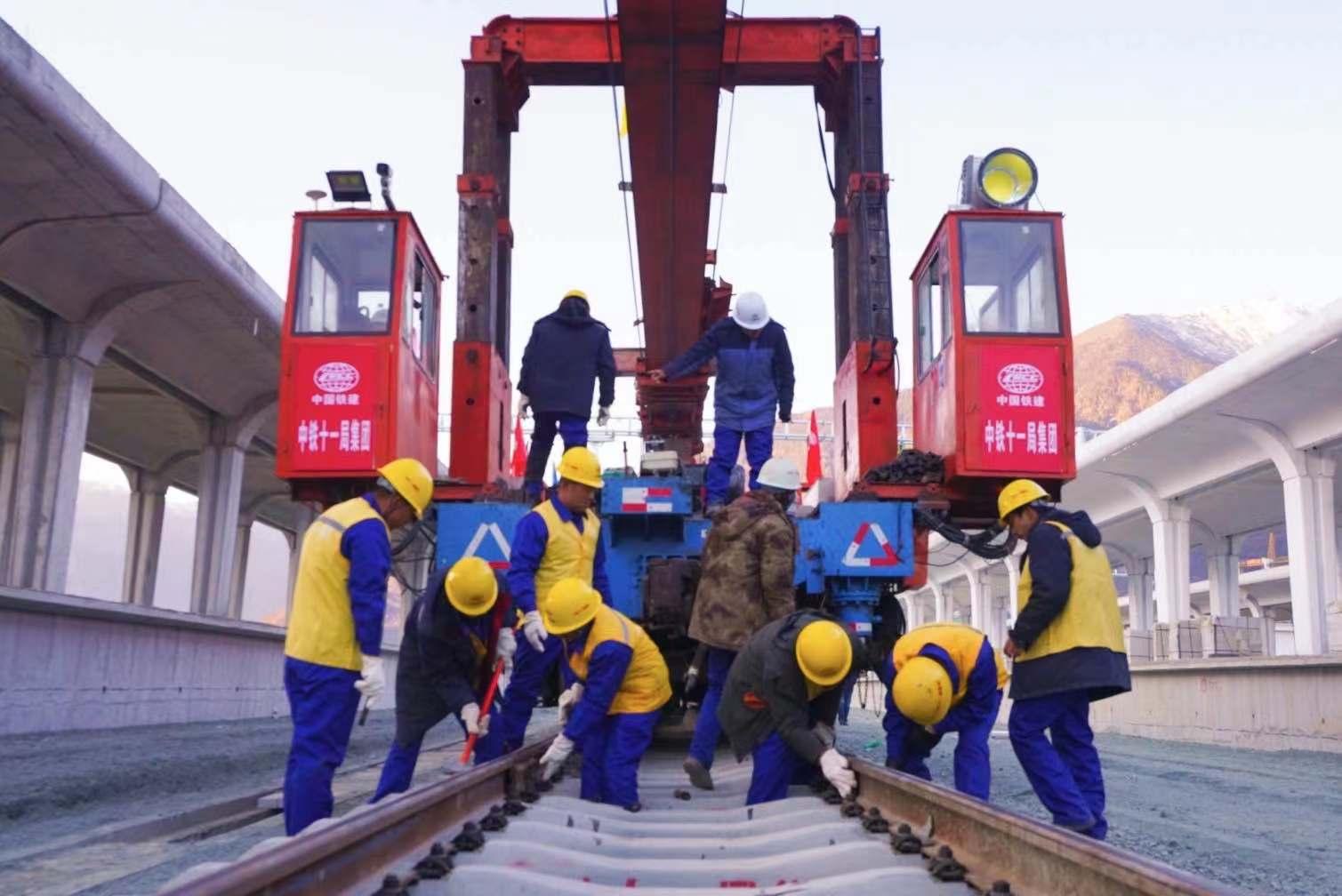 川藏铁路拉林段,正线全线铺轨完成