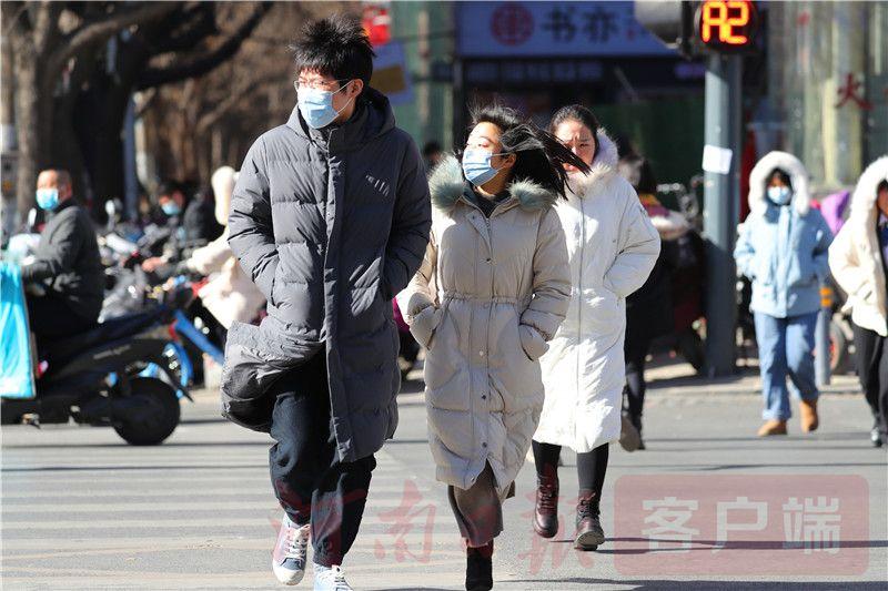 金视界 寒潮来袭,看郑州街头坚定向前的人们
