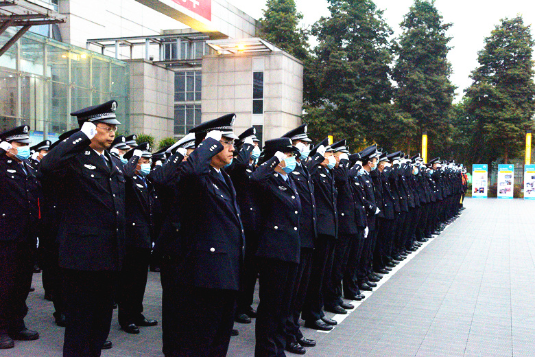 向警旗宣誓敬礼!内江市公安局举行中国人民警察节庆祝活动