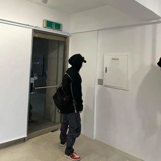 为什么PRADA这些冲锋衣被韩国人抢光了?