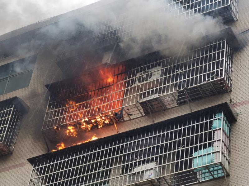 家中起火,益阳这个9岁小姑娘上演教科书式自救,她用到的消防知识你也学过